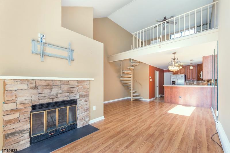 Частный односемейный дом для того Продажа на 302 Hackensack Street Wood Ridge, Нью-Джерси 07075 Соединенные Штаты