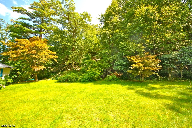 Additional photo for property listing at 51 Olcott Road  West Milford, New Jersey 07421 États-Unis