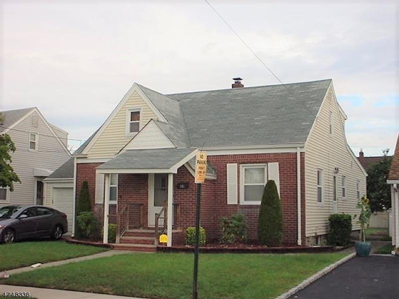 Частный односемейный дом для того Продажа на 49 Washington Avenue 49 Washington Avenue Elmwood Park, Нью-Джерси 07407 Соединенные Штаты