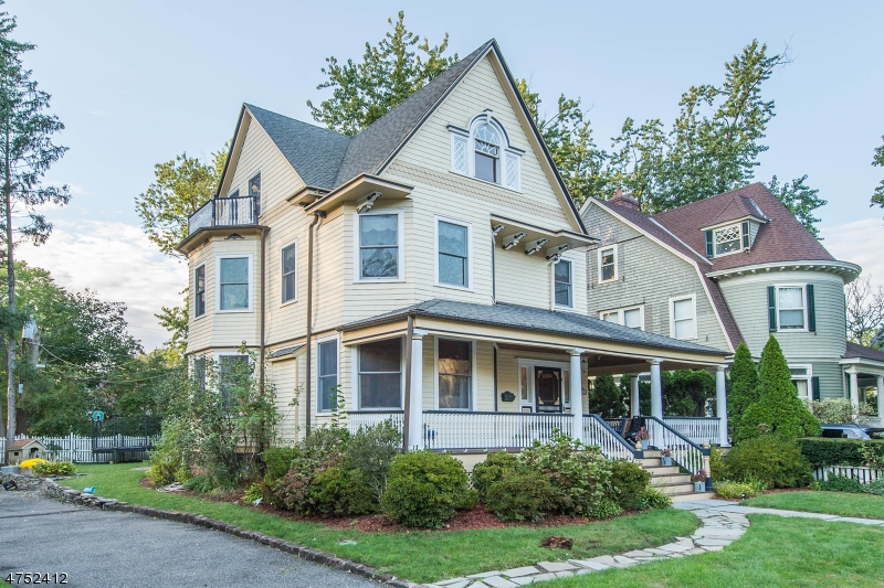 Maison unifamiliale pour l Vente à 12 Summit Street Glen Ridge, New Jersey 07028 États-Unis