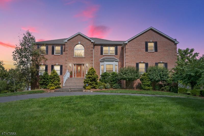 Villa per Vendita alle ore 58 Reger Road 58 Reger Road Roxbury Township, New Jersey 07876 Stati Uniti