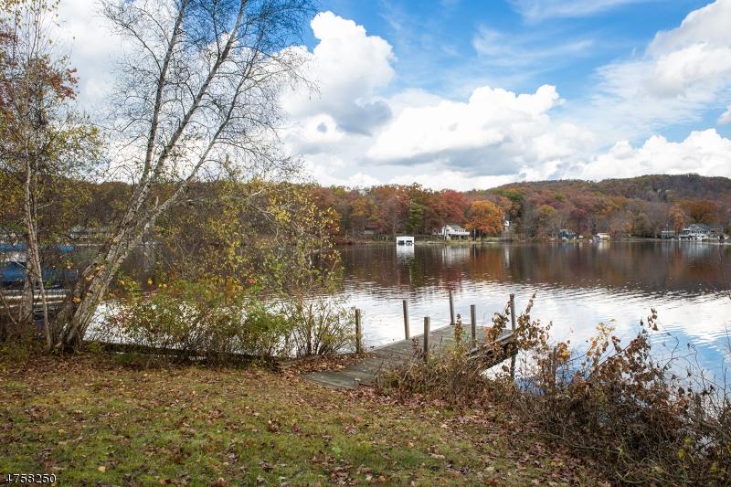 Maison unifamiliale pour l Vente à 101 Lake Drive Byram Township, New Jersey 07874 États-Unis