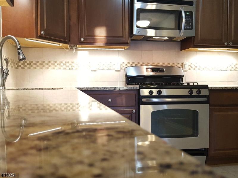 Nhà ở một gia đình vì Bán tại 629 Magnolia Lane Branchburg, New Jersey 08876 Hoa Kỳ