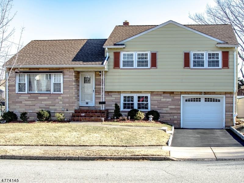 واحد منزل الأسرة للـ Sale في 33 Mayflower Street 33 Mayflower Street Clifton, New Jersey 07013 United States