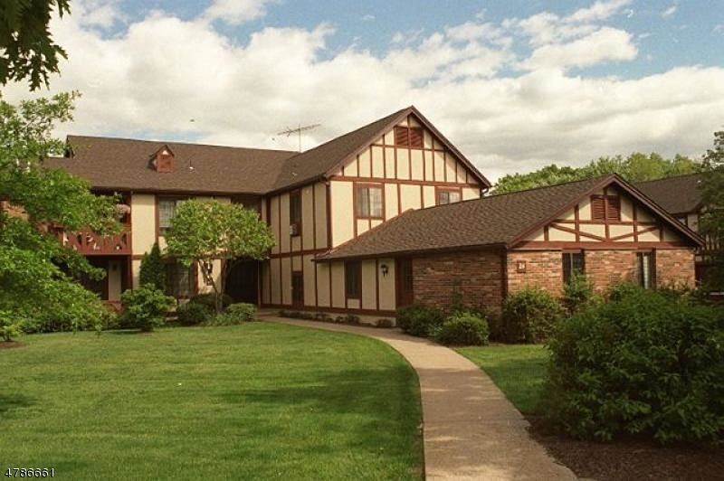 Частный односемейный дом для того Аренда на 24B CANTERBURY Road Chatham, Нью-Джерси 07928 Соединенные Штаты