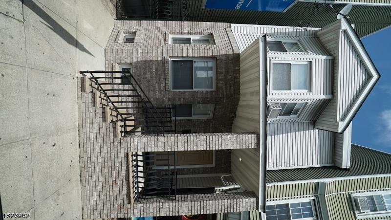 獨棟家庭住宅 為 出售 在 337 LAFAYETTE Street Newark, 新澤西州 07105 美國