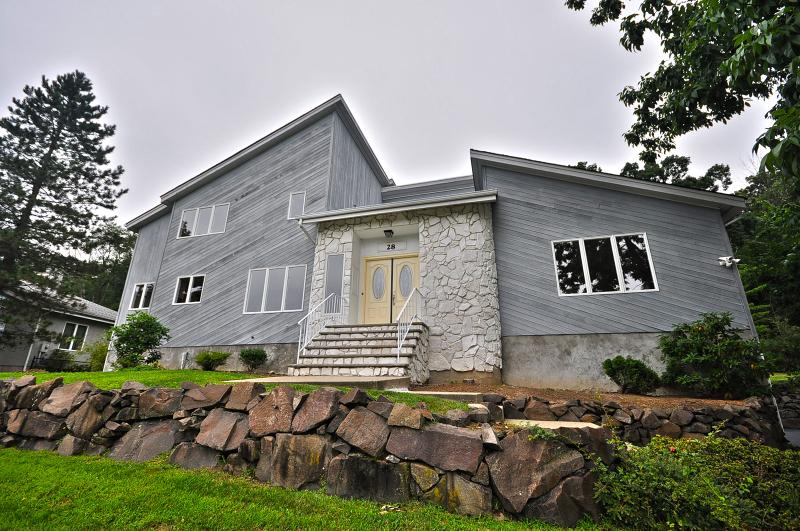 Casa para uma família para Locação às 28 KIWANIS Drive Wayne, Nova Jersey 07470 Estados Unidos