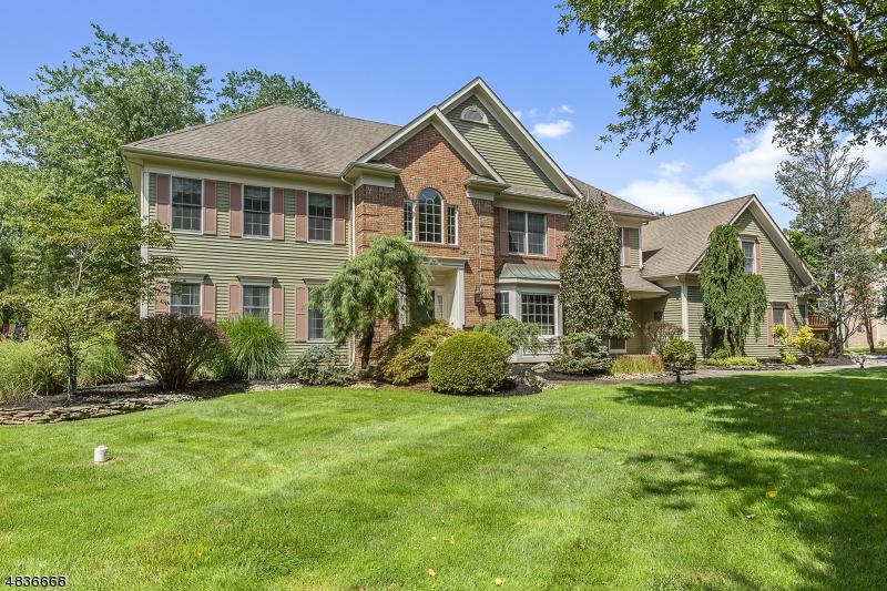 Property pour l Vente à 56 DEER CREEK Drive Bernards Township, New Jersey 07920 États-Unis