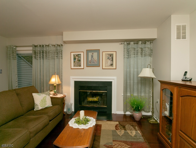 Condo / Casa geminada para Venda às 5 RUSHMORE Lane Allamuchy, Nova Jersey 07840 Estados Unidos