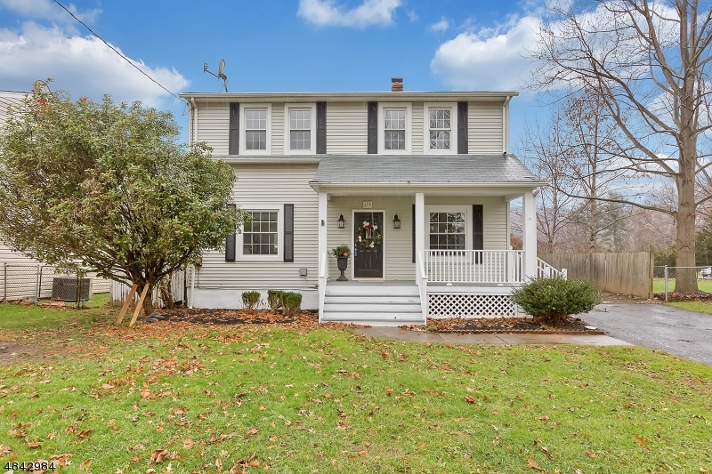Single Family Home for Sale at 590 MOUNTAINVIEW Drive North Plainfield, New Jersey 07063 United States