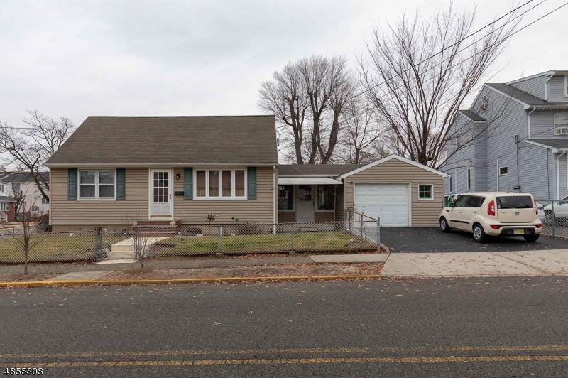 Villa per Vendita alle ore 301 LAKE Avenue Lyndhurst, New Jersey 07071 Stati Uniti