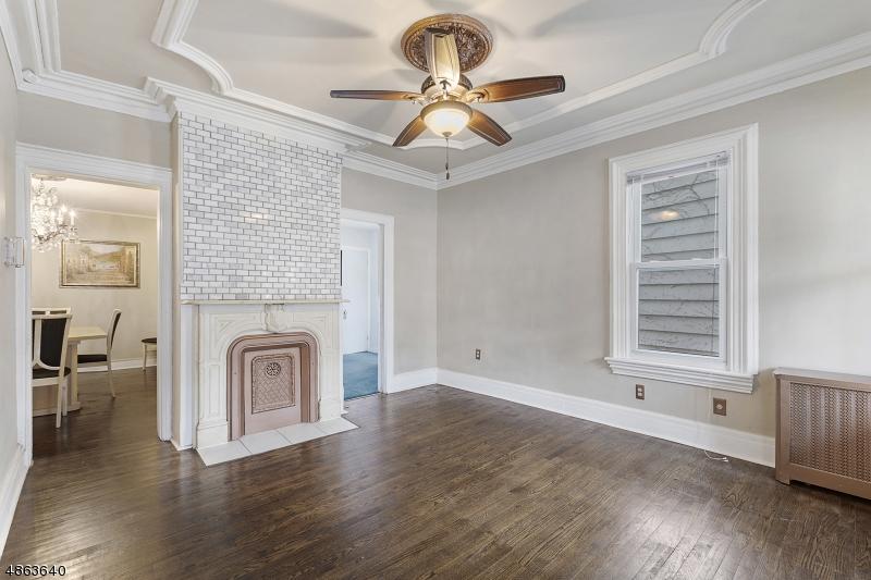 Maison unifamiliale pour l Vente à 475 WHITE Street Orange, New Jersey 07050 États-Unis