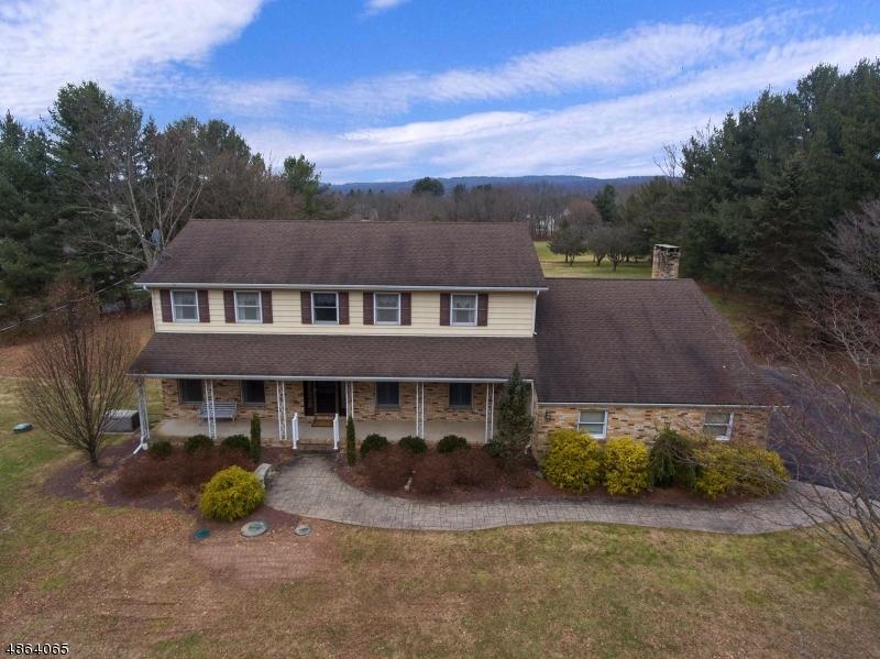 Maison unifamiliale pour l Vente à 30 MILLER PARK Road Holland Township, New Jersey 08848 États-Unis