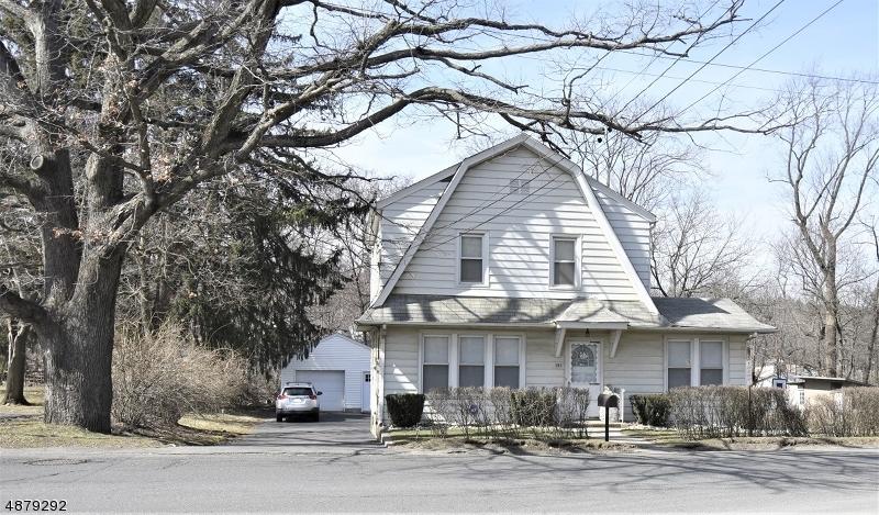 Maison unifamiliale pour l Vente à 395 CENTRAL Avenue Haledon, New Jersey 07508 États-Unis