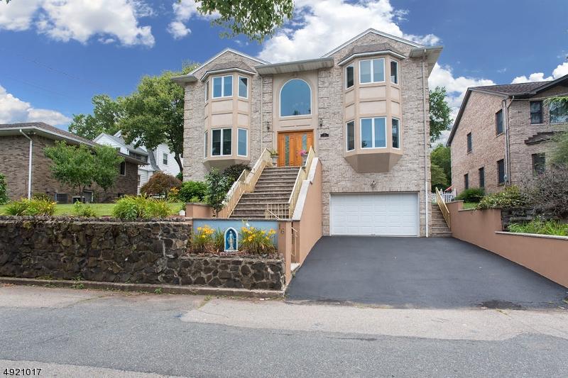 Single Family Homes pour l Vente à Nutley, New Jersey 07110 États-Unis
