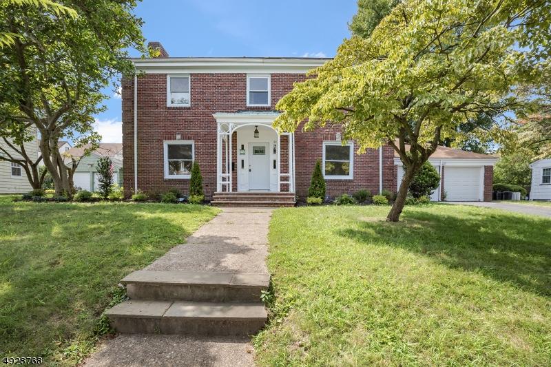 Single Family Homes für Verkauf beim Belleville, New Jersey 07109 Vereinigte Staaten