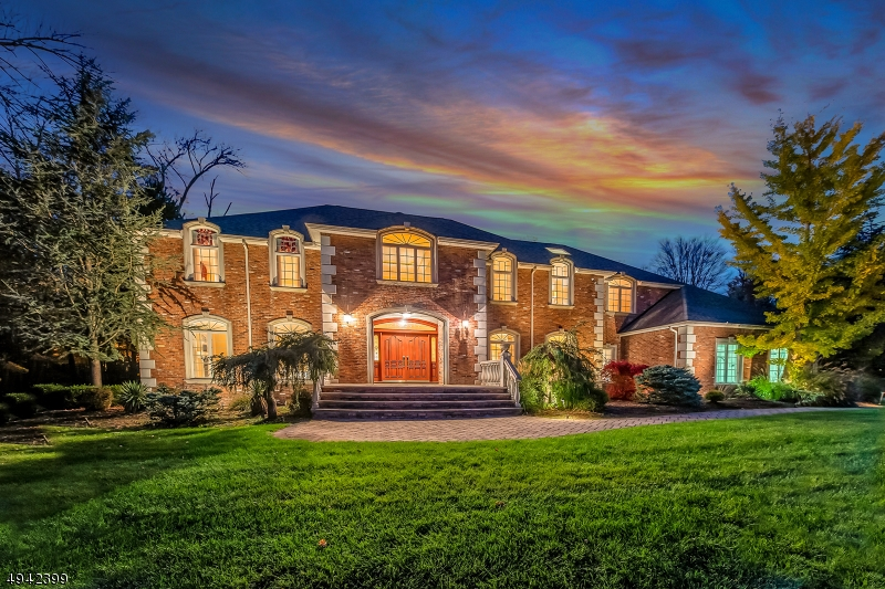 Single Family Homes für Verkauf beim Mahwah, New Jersey 07430 Vereinigte Staaten
