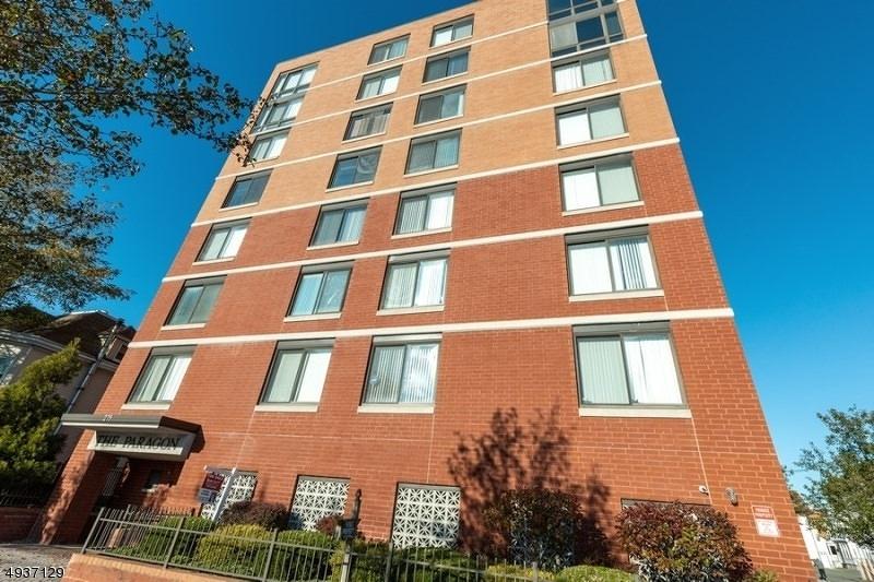 Condo / Maison de ville pour l Vente à Hackensack, New Jersey 07601 États-Unis