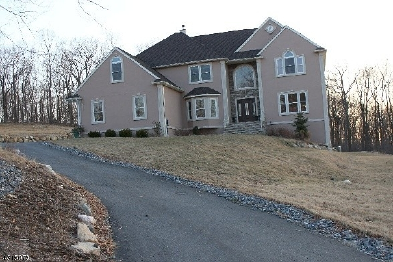 Single Family Home for Sale at 25 Stonehedge Drive Hardyston, 07460 United States