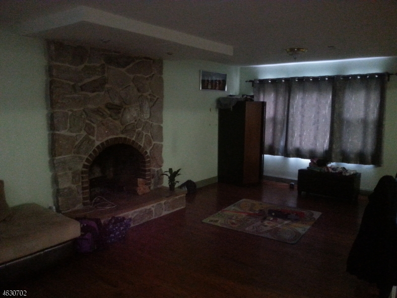 Additional photo for property listing at 6 Bredder Court  Elmwood Park, New Jersey 07407 États-Unis
