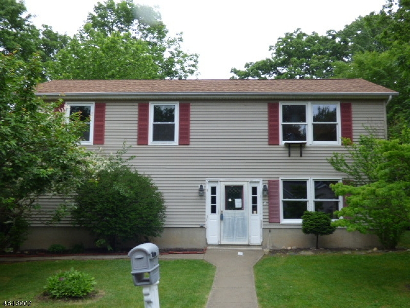 Additional photo for property listing at 12 Chestnut Street  Highland Lakes, New Jersey 07422 États-Unis
