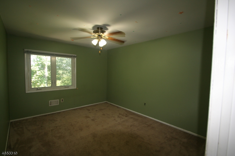 Additional photo for property listing at 158 Patriots Road  Morris Plains, New Jersey 07950 United States