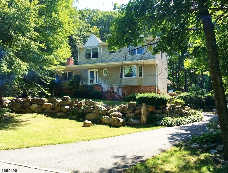 Single Family Home for Sale at 172 Vreeland Road West Milford, New Jersey 07480 United States