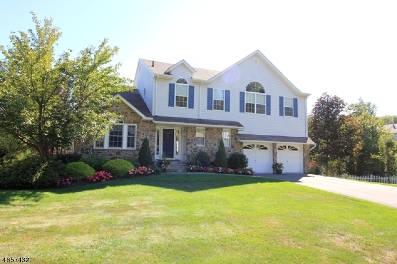 Single Family Home for Sale at 82 Continental Road West Milford, New Jersey 07480 United States