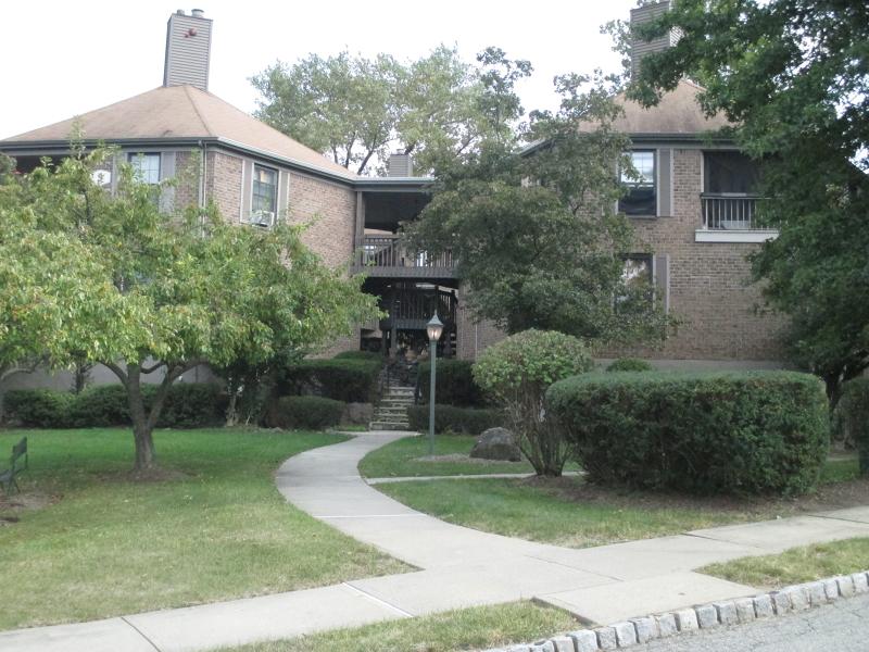 Casa Unifamiliar por un Alquiler en 181 Long Hill Rd 4-10 Little Falls, Nueva Jersey 07424 Estados Unidos