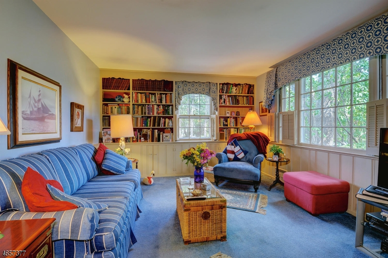 Additional photo for property listing at 585 Hillside Avenue  Mountainside, New Jersey 07092 États-Unis