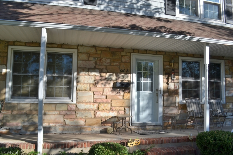 Maison unifamiliale pour l Vente à 610-B MARLBOROUGH COMMON Hillsborough, New Jersey 08844 États-Unis
