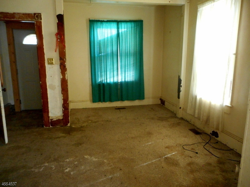 Additional photo for property listing at 82 Filmore Street  Phillipsburg, New Jersey 08865 États-Unis