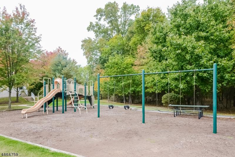 Additional photo for property listing at 32 Worthington Ter  夫雷明顿, 新泽西州 08822 美国