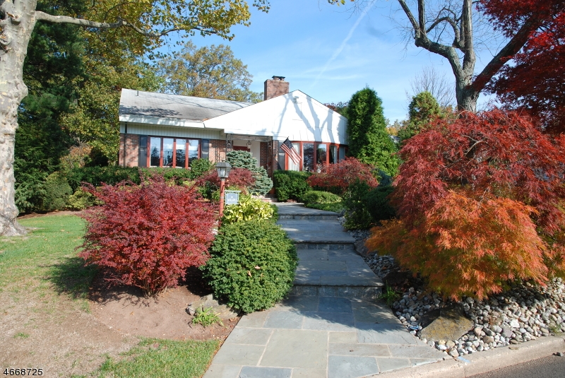 Single Family Home for Sale at 5 Moraine Rd Edison, New Jersey 08820 United States