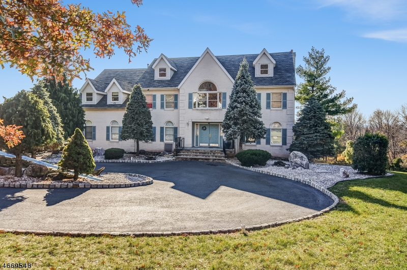 Casa Unifamiliar por un Venta en 9 Krams Trail Bound Brook, Nueva Jersey 08805 Estados Unidos