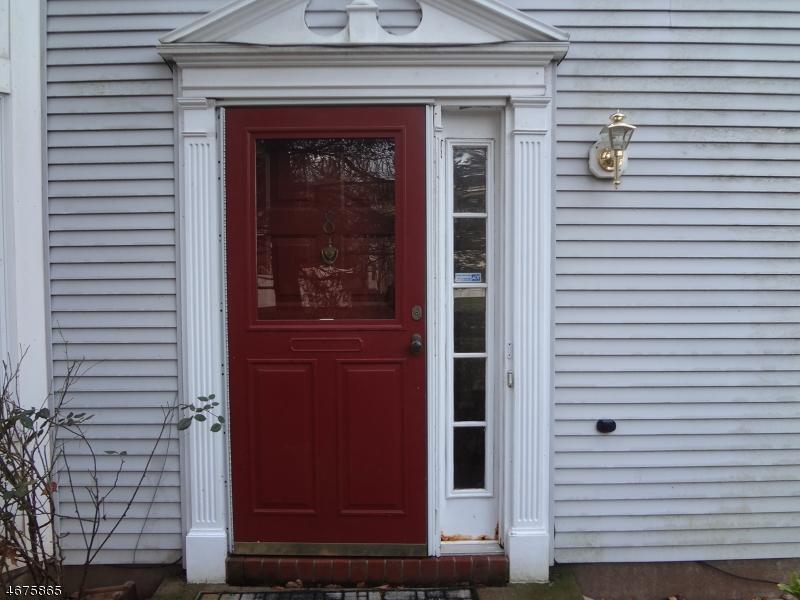Casa Unifamiliar por un Alquiler en 8 Jade Court Franklin Park, Nueva Jersey 08823 Estados Unidos