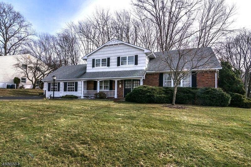Casa Unifamiliar por un Venta en 9 Jill Ter Succasunna, Nueva Jersey 07876 Estados Unidos