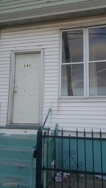 独户住宅 为 出租 在 240-242 E JERSEY Street Elizabeth, 07206 美国