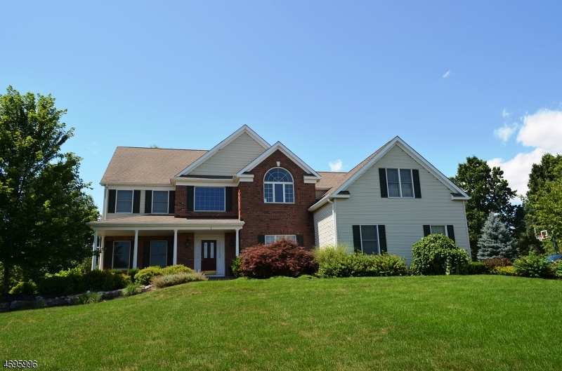 Частный односемейный дом для того Продажа на 1 Grove Farm Road Union, Нью-Джерси 08867 Соединенные Штаты