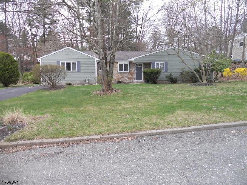 Maison unifamiliale pour l à louer à 8 Monmouth Avenue West Milford, New Jersey 07480 États-Unis