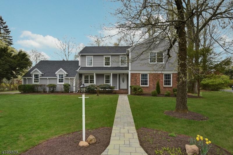 Частный односемейный дом для того Продажа на 16 Vultee Drive Florham Park, Нью-Джерси 07932 Соединенные Штаты