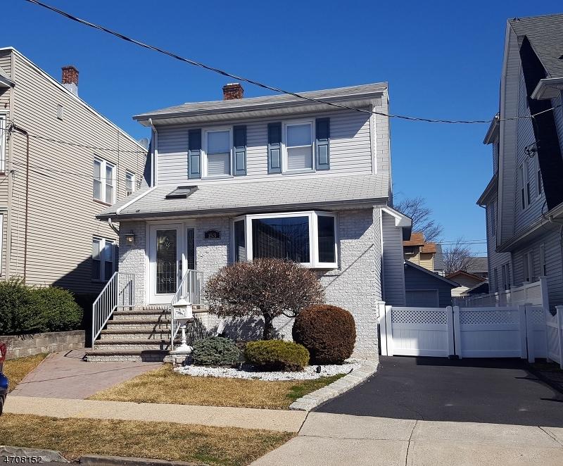 Частный односемейный дом для того Продажа на 153 Washington Avenue Kearny, Нью-Джерси 07032 Соединенные Штаты
