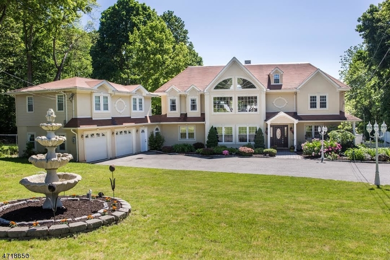 Single Family Home for Sale at 54 White Rock Blvd Oak Ridge, New Jersey 07438 United States