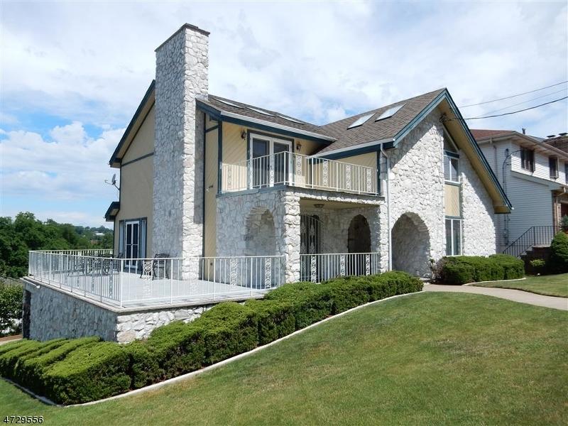 Maison unifamiliale pour l Vente à 11 Park Avenue Kearny, New Jersey 07032 États-Unis