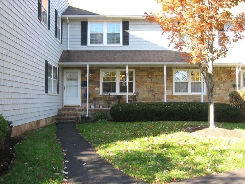 Частный односемейный дом для того Аренда на 1703 William and Mary Cmn Hillsborough, Нью-Джерси 08844 Соединенные Штаты