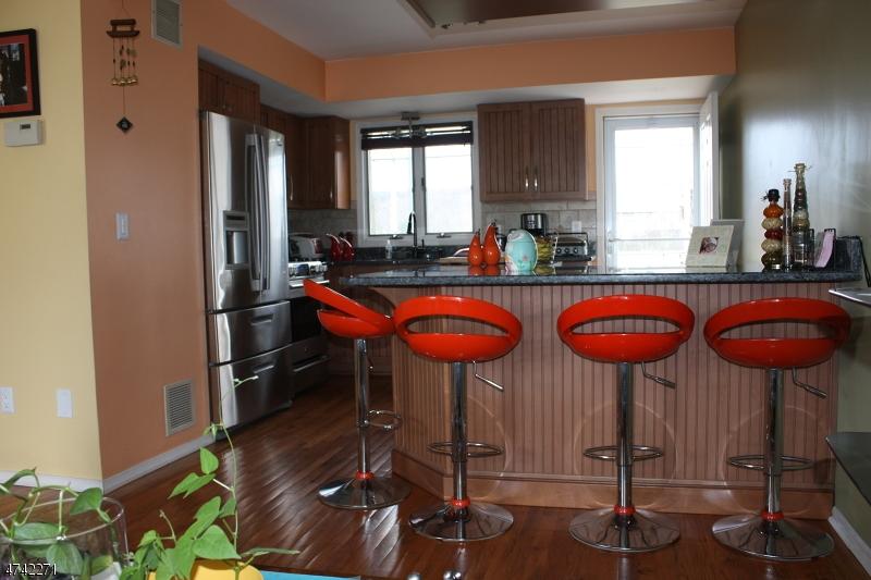 Частный односемейный дом для того Аренда на 1533 E 2nd St, UNIT C8 Scotch Plains, Нью-Джерси 07076 Соединенные Штаты