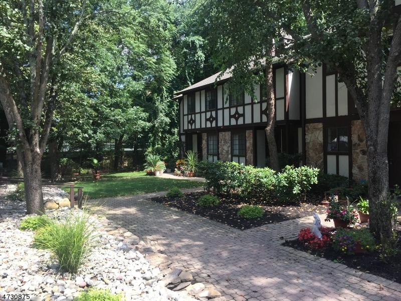 Частный односемейный дом для того Аренда на 403 Mark Twain Way Mahwah, Нью-Джерси 07430 Соединенные Штаты
