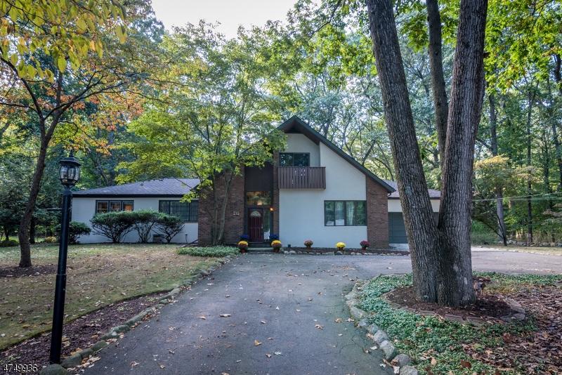 独户住宅 为 销售 在 43 Shadyside Road 拉姆齐, 新泽西州 07446 美国