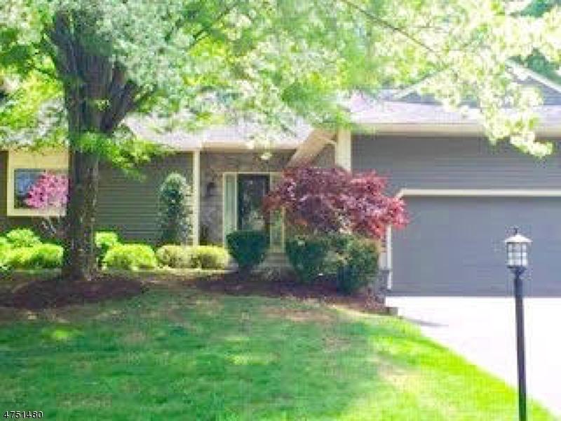 Casa Unifamiliar por un Alquiler en 8 Hunters Circle Tewksbury Township, Nueva Jersey 08833 Estados Unidos