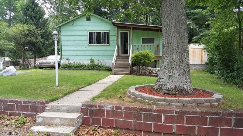 Casa Unifamiliar por un Alquiler en 331 Windsor Avenue Hopatcong, Nueva Jersey 07843 Estados Unidos